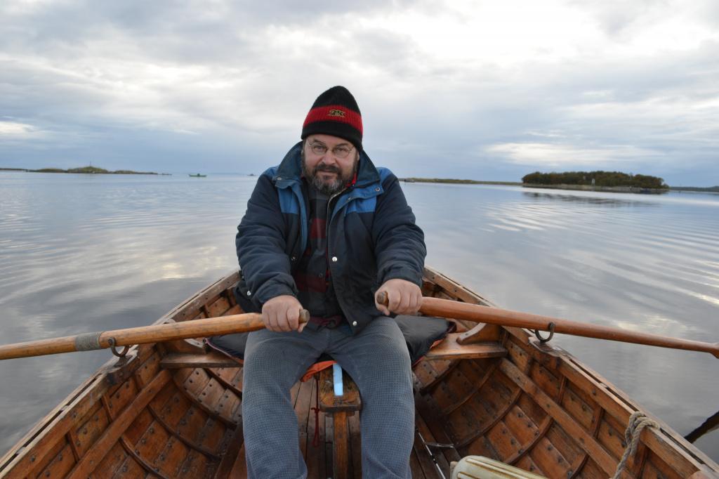 Василий Матонин на лодке